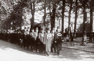 Ouderwets lopen begrafenis Rebel uitvaart Huizen Almere