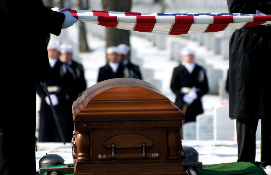 Een militaire begrafenis op begraafplaats Arlington tijdens een vakantie. Rebel Uitvaart